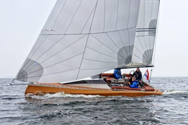 Speedlounger sailing